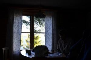 Löjfiske med Arne och Annika Påläng 2014 Fikadags i stugan på Sandgrundet